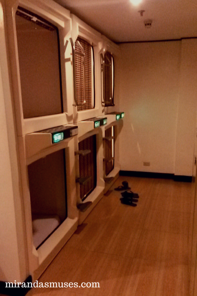 what-is-it-like-staying-in-a-capsule-hotel-manila-the-philippines-mirandasmuses (1)